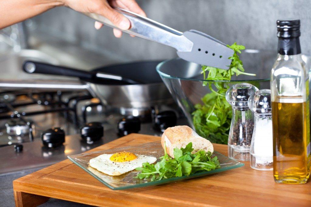Preparing healthy meal