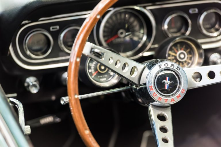 Car wheel with dashboard